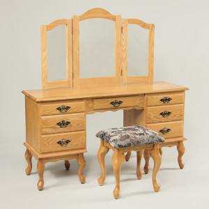 Queen Anne Dressing Table Oak 56